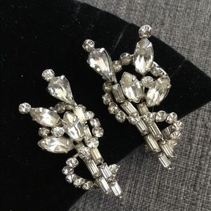 Jewelry - Lovely Vintage Rhinestone Clip Earrings